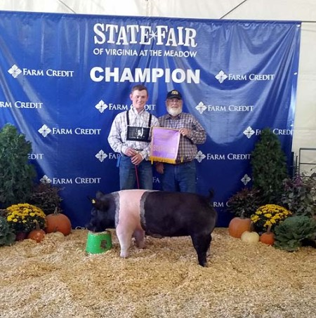 The Nixon Family with the Grand Champion Gilt at the 2014 Virginia State Fair