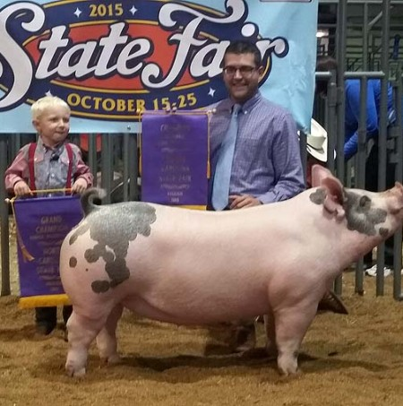 Zade Jennings with the Supreme Champion Gilt at the 2015 NC State Fair